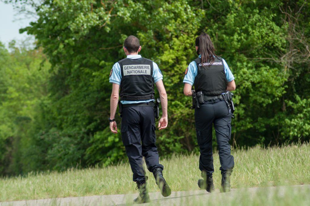 gendarmerie crédit NeydtStock Shutterstock